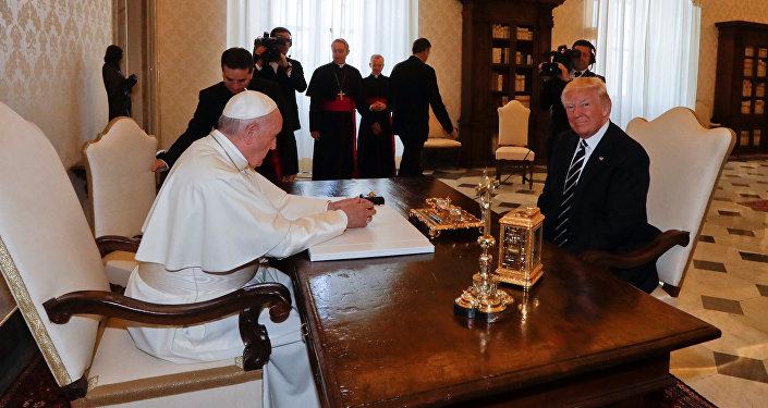 Donald Trump, presidente de EEUU, y el Papa Francisco
