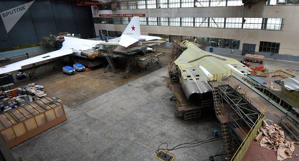 Los bombarderos estratégicos rusos Tu-160 se someten a la renovacion en la planta aeronáutica de Kazán