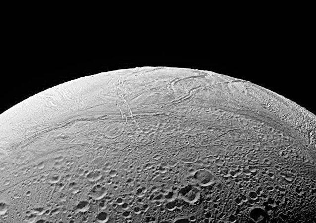 La luna de Saturno Enceladus