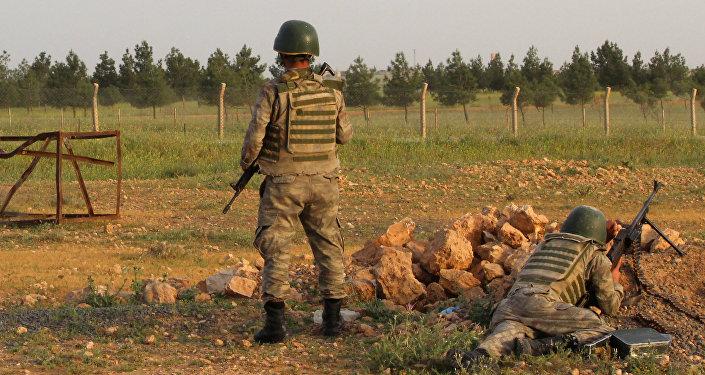 Militares turcos en la frontera turco-siria (archivo)