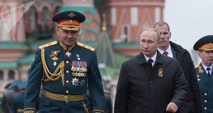 El presidente ruso Vladímir Putin y el ministro de Defensa Serguéi Shoigú