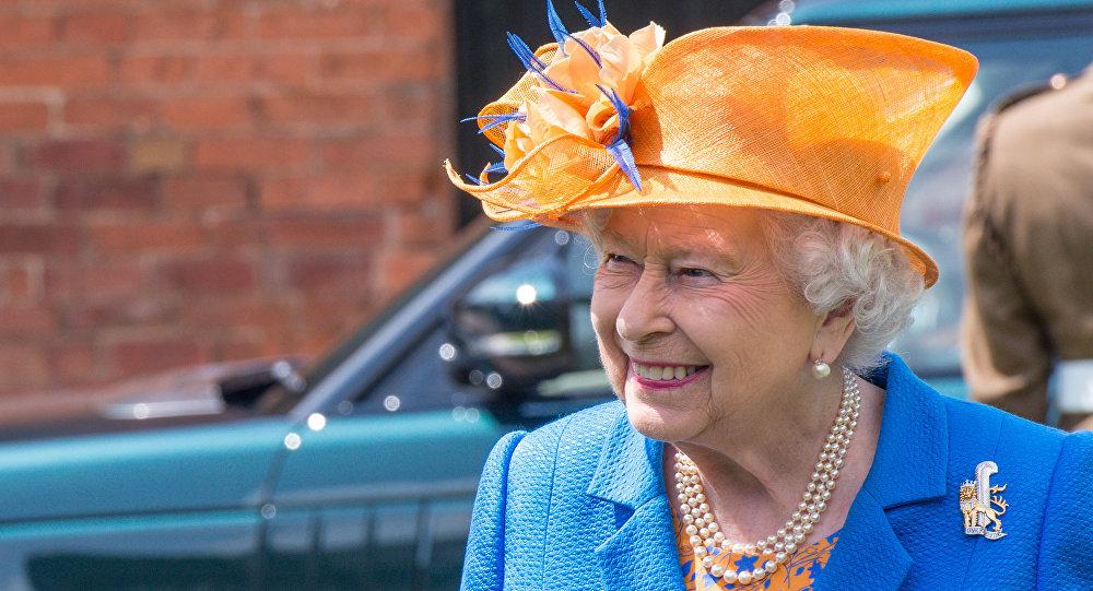 La reina Isabel II llega al hospital donde se encuentran las víctimas del atentado en Mánchester