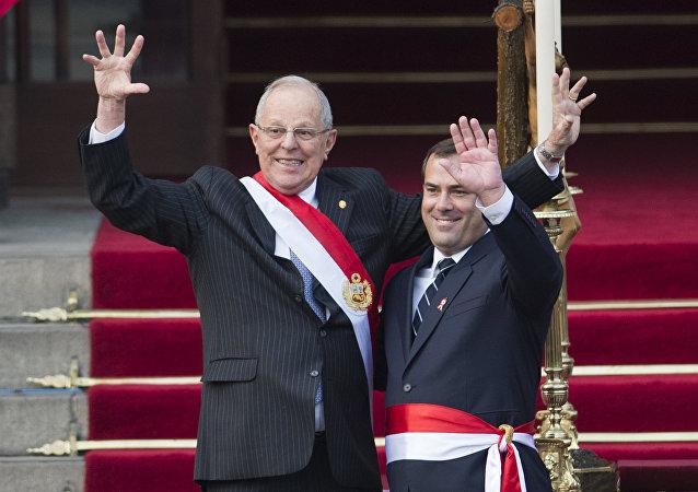 Presidente de Perú, Pedro Pablo Kuczynski, y ministro de Transportes, Bruno Giuffra (archivo)