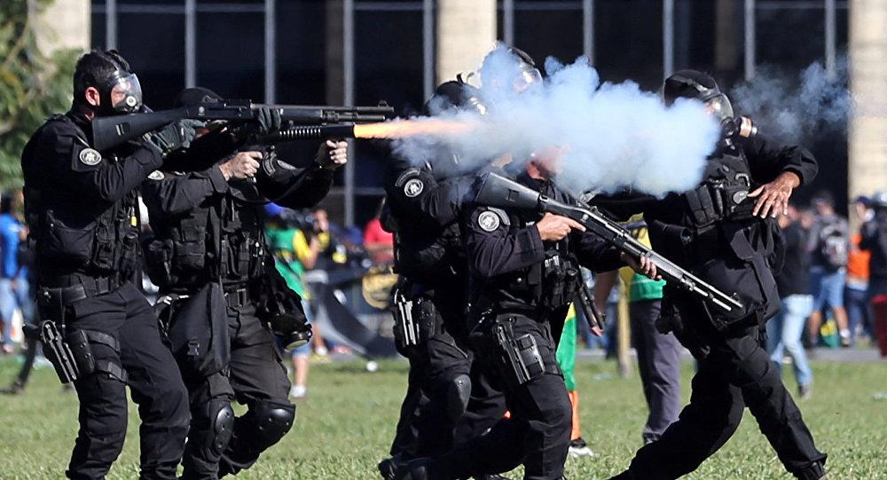 Policía de Brasilia durante las protestas