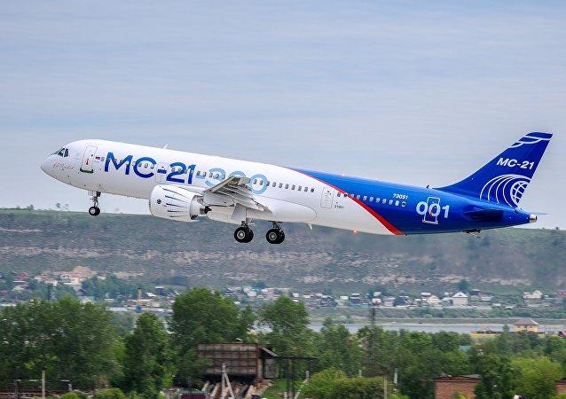 El primer vuelo del nuevo avión de pasajeros ruso, MC-21