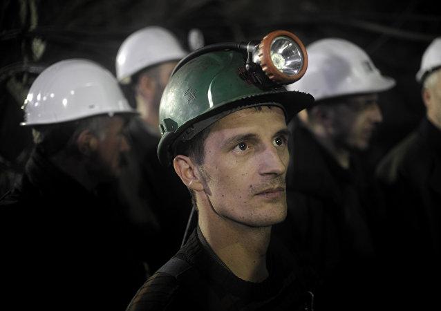 Mineros albaneses de Kosovo trabajan en la mina Stari Trg Trepca