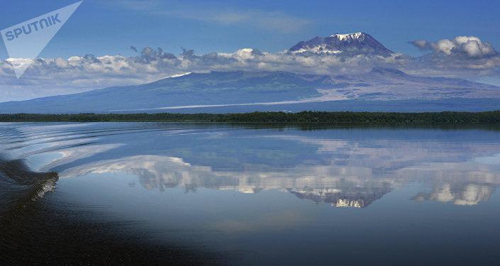 El volcán Shiveluch en la península rusa de Kamchatka