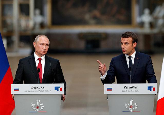 Vladímir Putin, presidente ruso, y Emmanuel Macron, presidente de Francia (archivo)