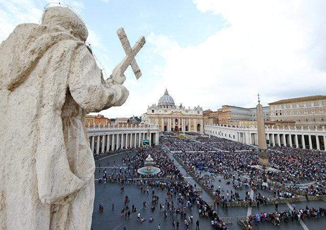 Columna enorme de humo en el Vaticano (vídeo)