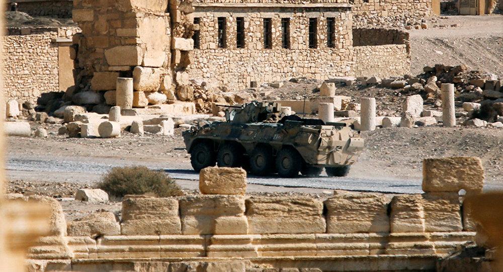 Un blindado ruso patrullando la antigua ciudad de Palmira, en Siria (archivo)