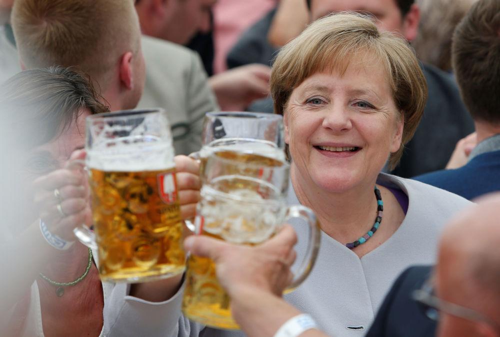 La canciller alemana Angela Merkel durante el Festival de la Cerveza en Múnich