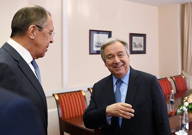 Serguéi Lavrov, canciller ruso, y António Guterres, secretario general de la ONU