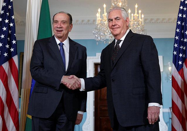 Aloysio Nunes, ministro de Relaciones Exteriores de Brasil, y Rex Tillerson, secretario de Estado de EEUU
