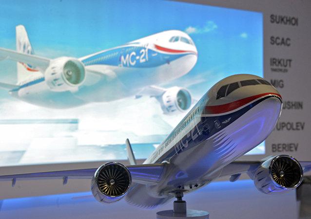 Modelo de un avión Irkut MS-21