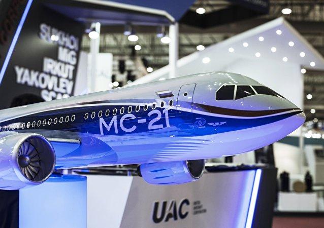 Modelo del avión MS-21 en Dubai Airshow 2015