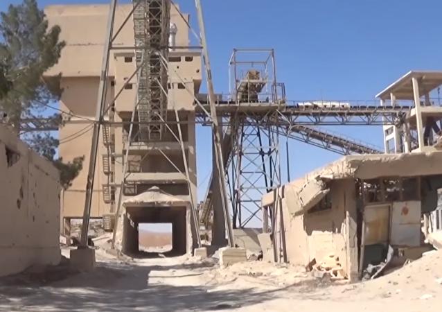 La devastación de las minas de fósforo de Homs tras el paso de los terroristas