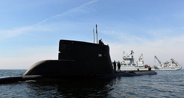 El submarino ORP Sep y el buque sueco HSWMS Belos participan en los ejercicios de la OTAN cerca de Gdynia