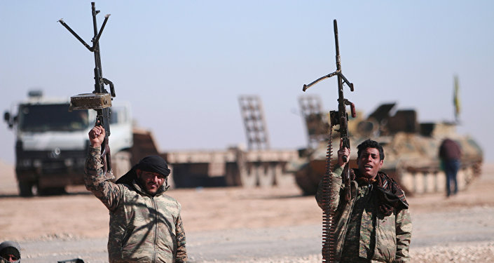 Fuerzas Democráticas sirias cerca de Al Raqa (archivo)