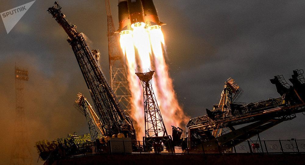 Lanzamiento de un cohete espacial