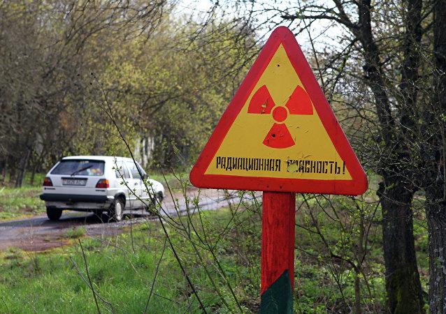 Señal de aviso a la entrada de la zona radioactiva de Chernóbil