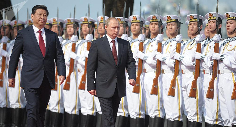 El presidente ruso Vladímir Putin y el presidente de China Xi Jinping