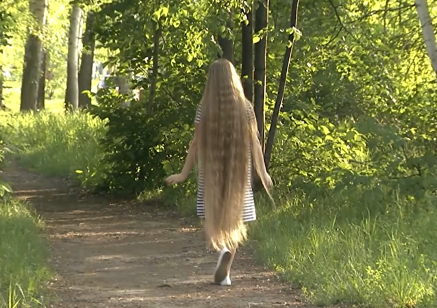 El cabello de Nina Bichkova mide unos impresionantes 139 centímetros