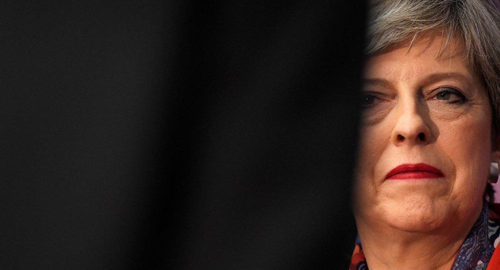 May busca alianza con partido ultraconservador para mantenerse en el poder