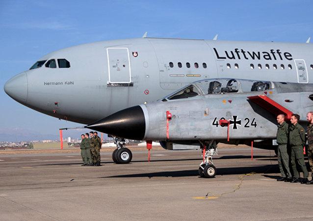 Oficiales de la Fuerza Aérea de Alemania durante la visita del secretario de Defensa de EEUU en la base de Incirlik de Turquía (archivo)
