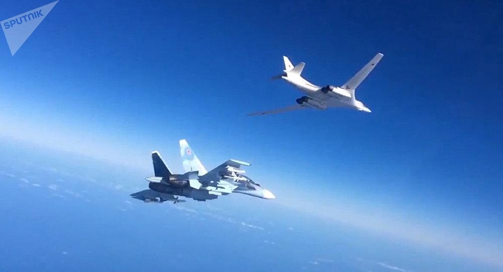 Aviones rusos Su-30SM y Tu-160 en Siria