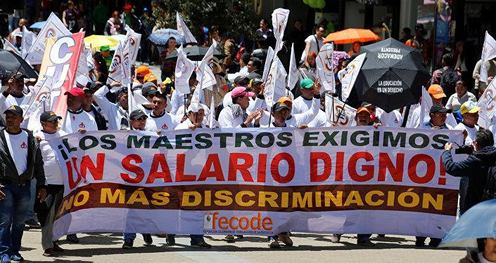 Maestros protestando en Bogotá, Colombia (archivo)