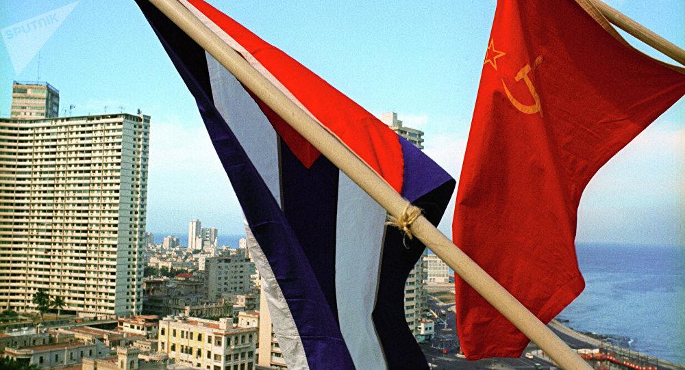 Banderas de la URSS y Cuba