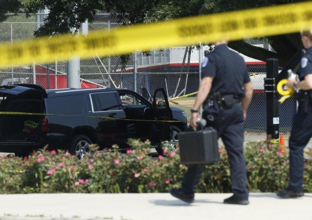 Policía investiga el lugar del tiroteo en Virginia