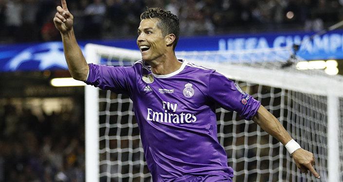 Cristiano Ronaldo se mostró semidesnudo y enloqueció a las redes