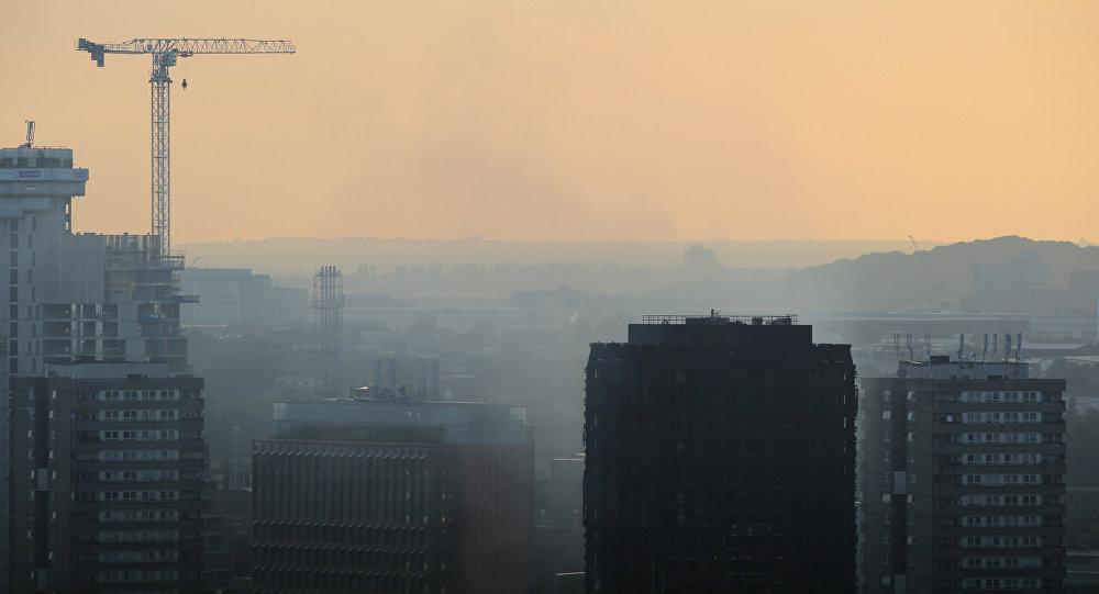 Aumentan a 30 los muertos en el incendio de edificio — Londres