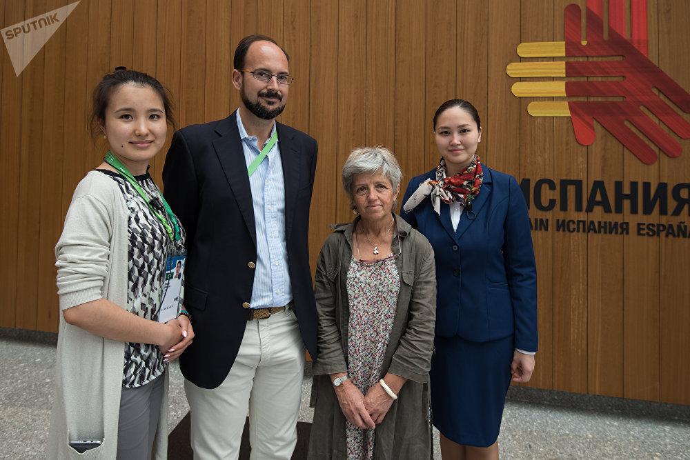 Visitantes en el pabellón español de la Expo 2017 en Astacá