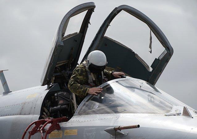 Un piloto del Tu-95MS de las Fuerzas Aeroespaciales de Rusia en la base aérea de Hmeymim en Siria