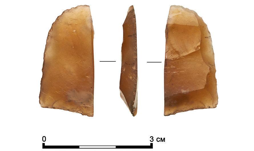 Un fragmento de raspador de piedra de la época del Mesolítico encontrado en la calle de Moscú