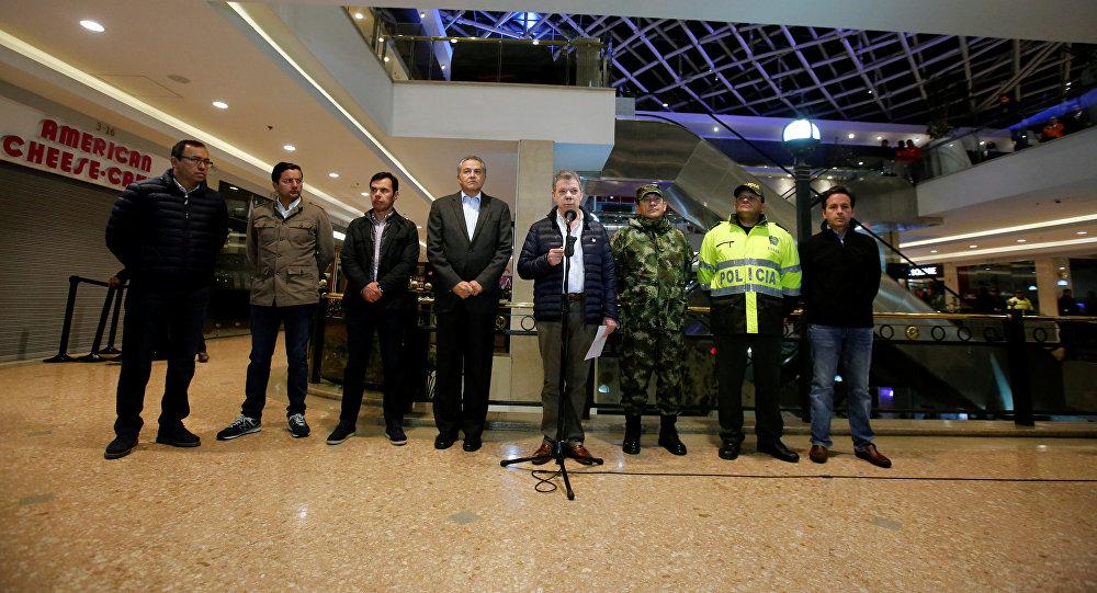 Juan Manuel Santos presidente de Colombia en un centro comercial Andino en Bogot