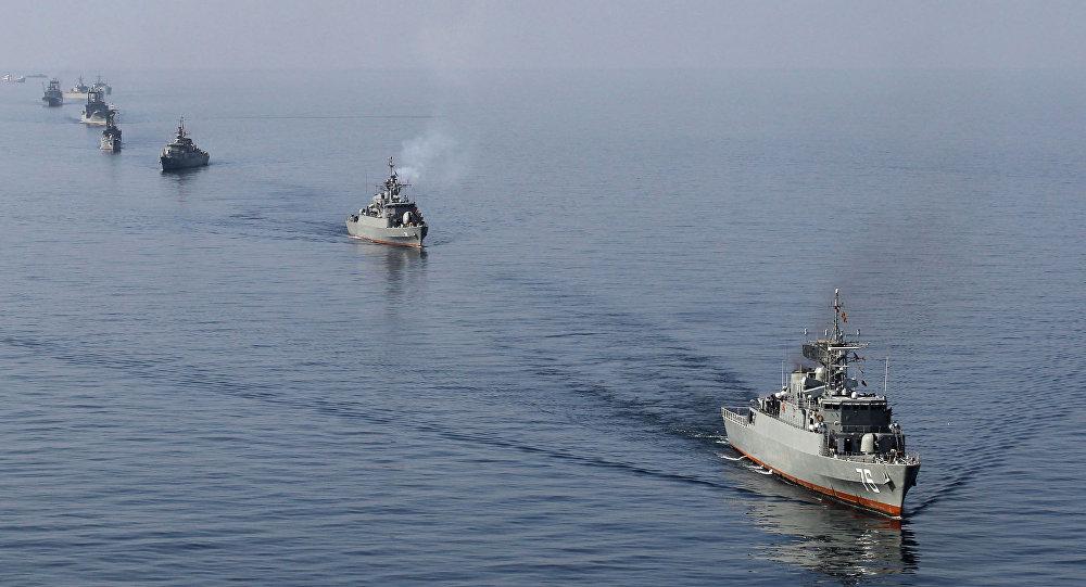 ejercicios de buques de guerra iraníes en el estrecho de Ormuz