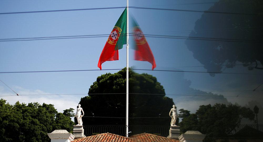 La bandera de Portugal ondea a media asta en honor de las víctimas de los incendios forestales