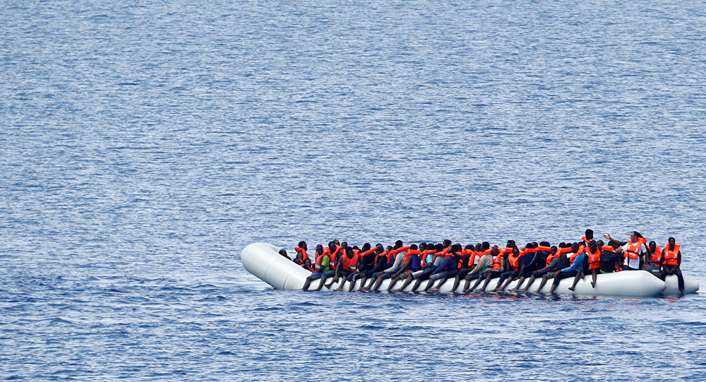 Los migrantes en el barco (archivo)