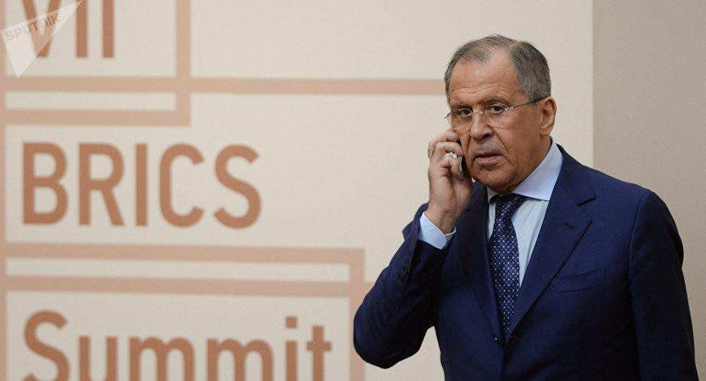 Serguéi Lavrov antes de una reunión de los líderes del BRICS
