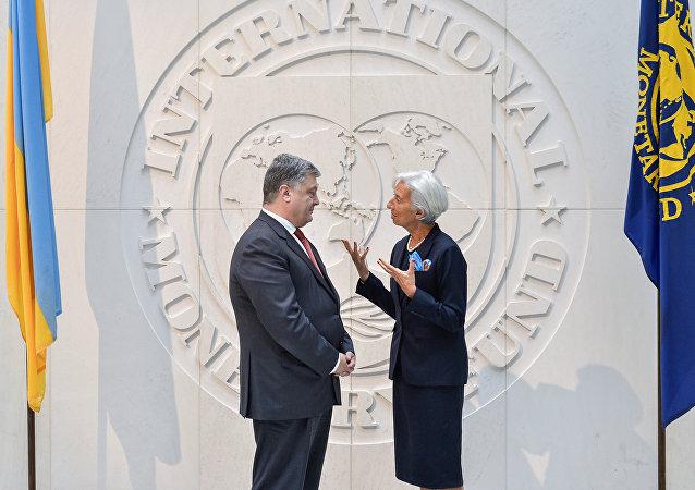 Presidente de Ucrania, Petró Poroshenko, y directora gerente del Fondo Monetario Internacional (FMI), Christine Lagarde