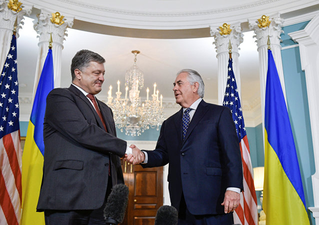 Presidente de Ucrania, Petró Poroshenko, y secretario de Estado de EEUU, Rex Tillerson