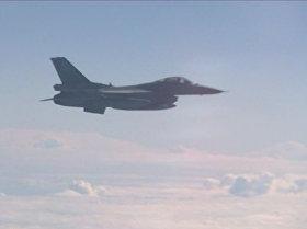 Un Su-27 ahuyenta al F-16 de la OTAN que intentó acercarse al avión del ministro ruso de Defensa
