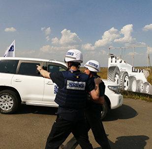 Inspectores de la OSCE en la línea de contacto en Donbás (archivo)