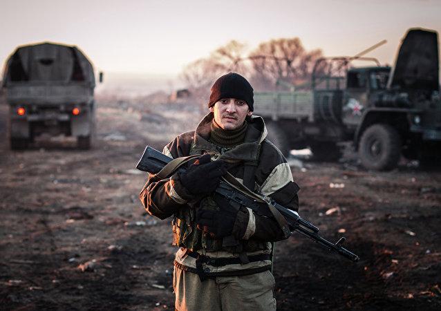 Un militante de la autoproclamada República Popular de Donetsk
