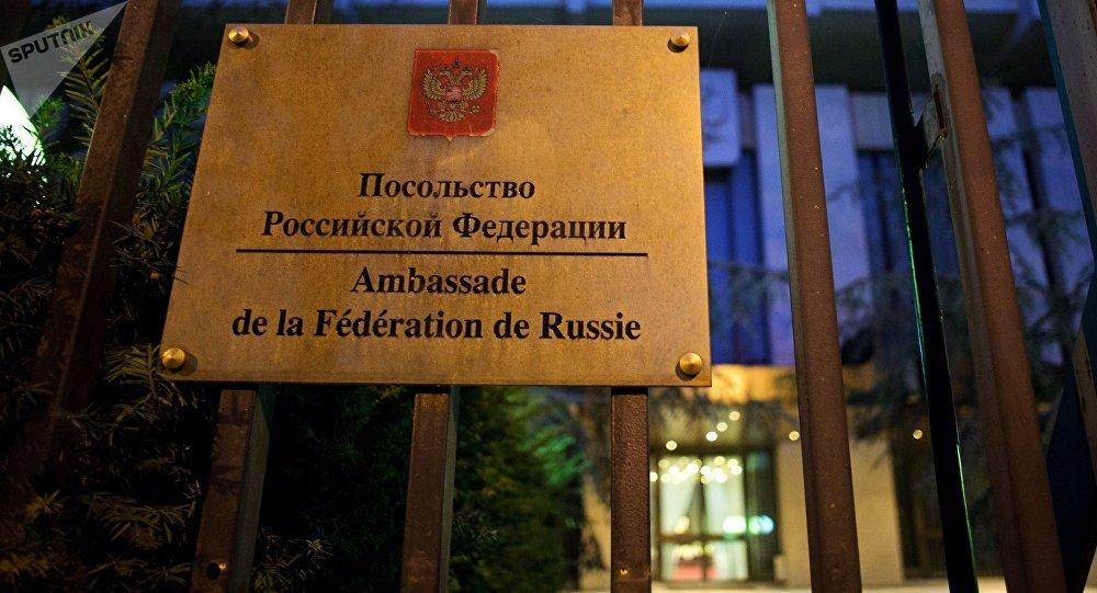 Signo de la Embajada de Rusia en París, Francia