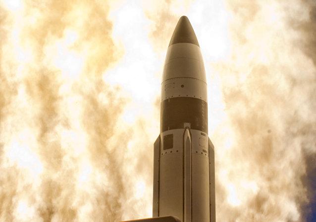 Un misil de medio alcance SM-3
