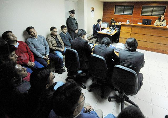 Los nueve detenidos ciudadanos de Chile en la sala de audiencia